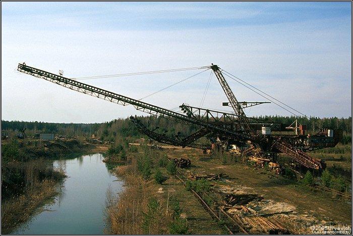 Russian abandoned heavy machinery 1