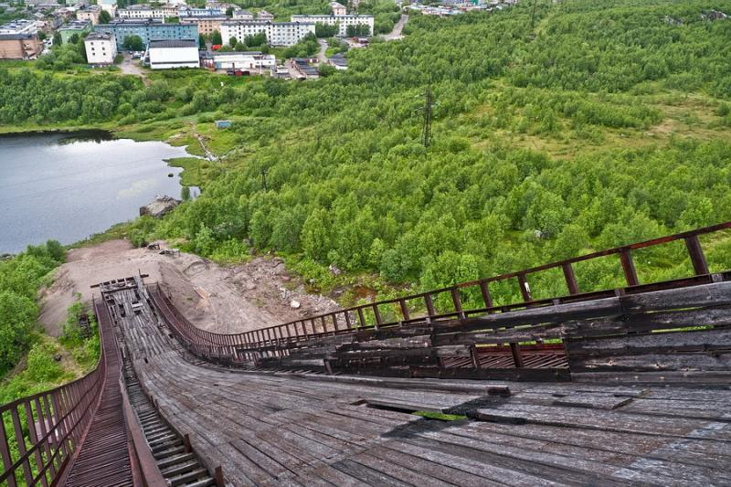 English Russia » Abandoned Ski Jump In Murmansk