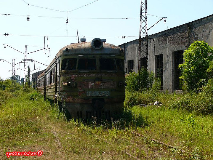 abandoned soivet trains in Sukhumi 18