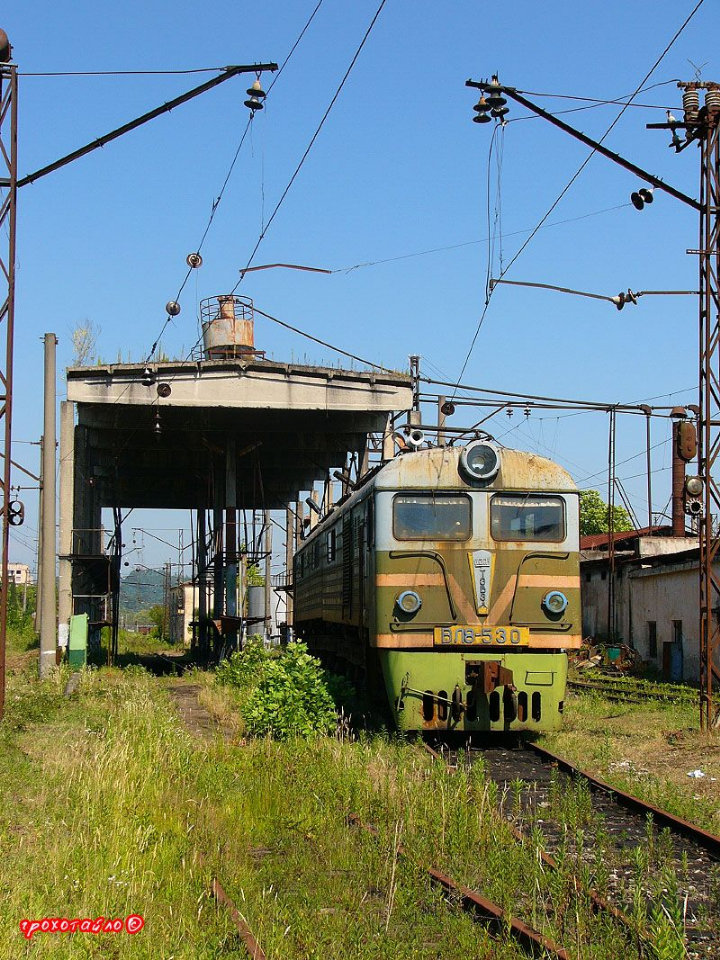 abandoned soivet trains in Sukhumi 32