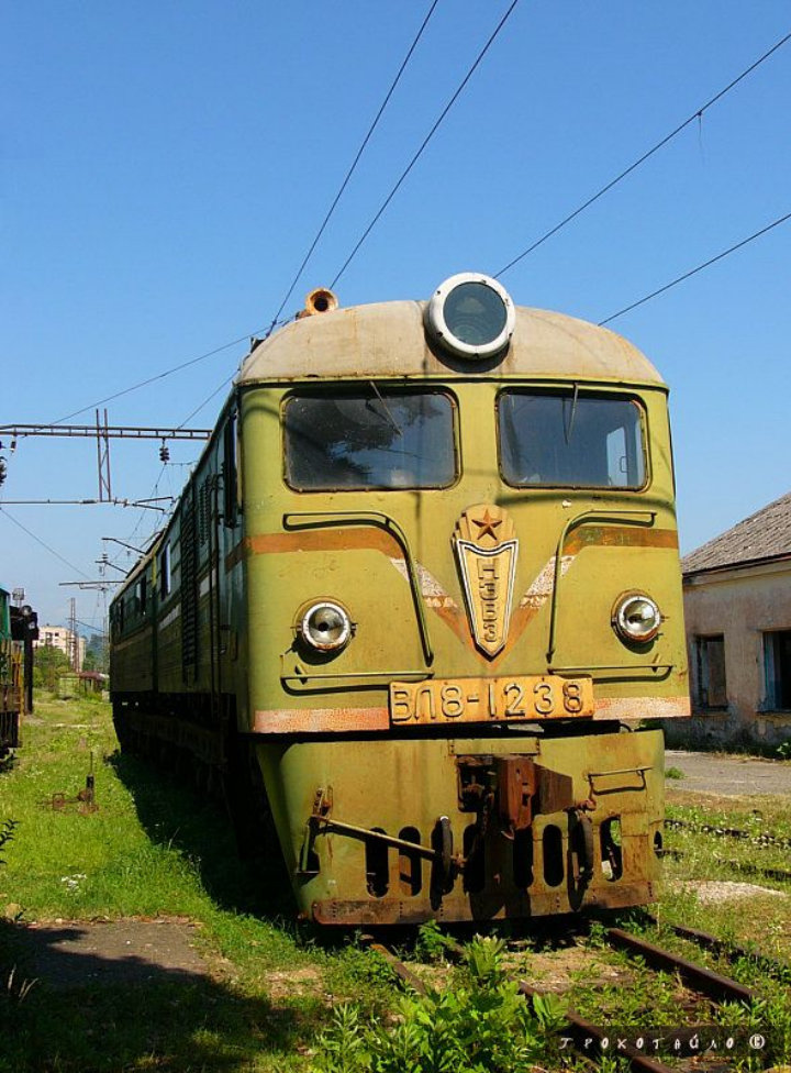 abandoned soivet trains in Sukhumi 36