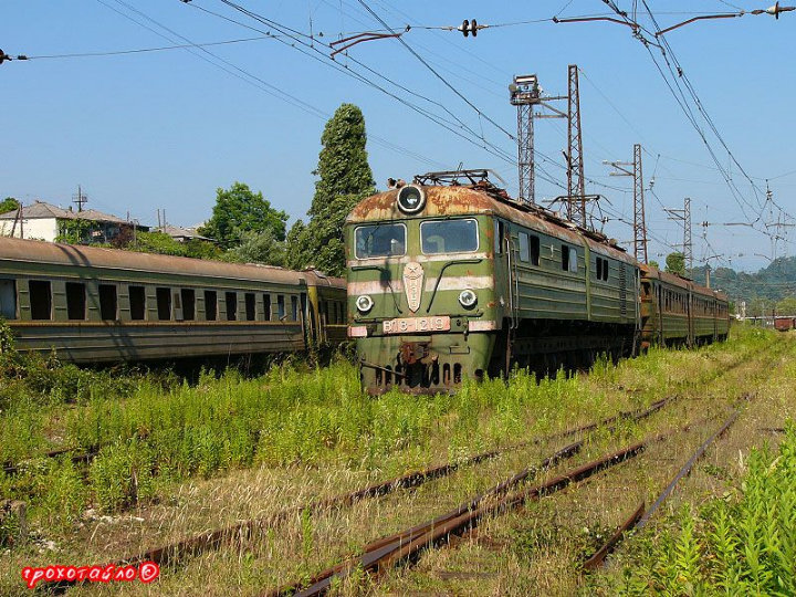 abandoned soivet trains in Sukhumi 37