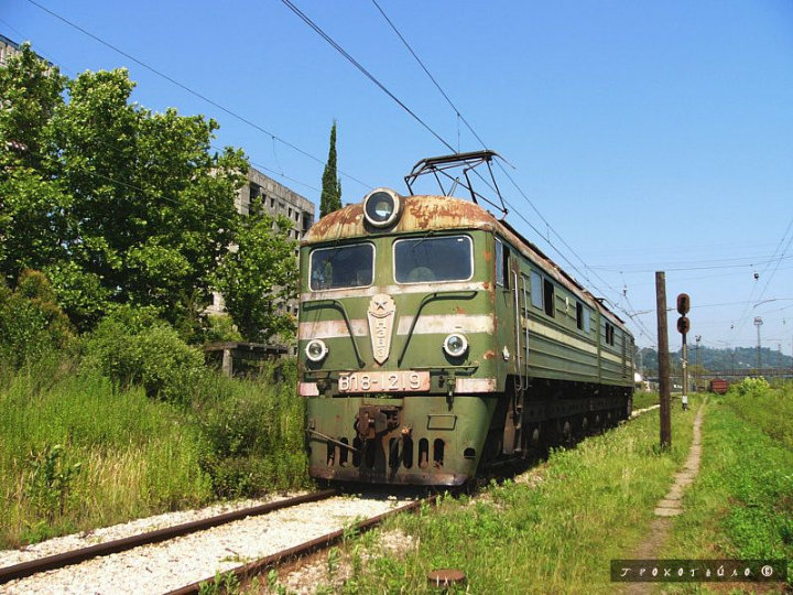 abandoned soivet trains in Sukhumi 44