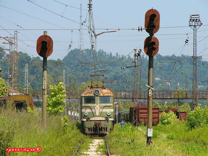 abandoned soivet trains in Sukhumi 45