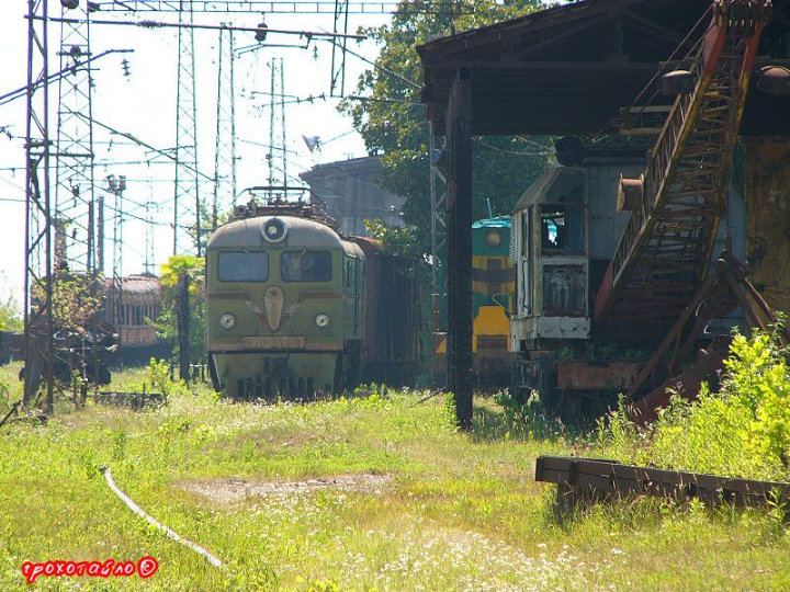abandoned soivet trains in Sukhumi 6