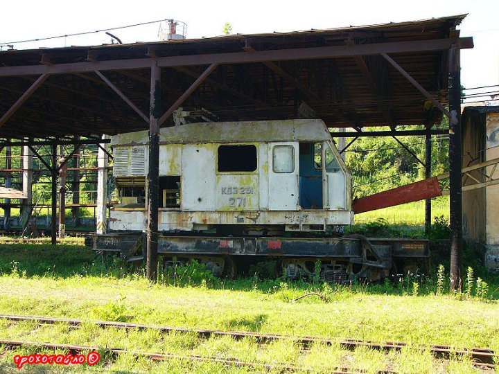 abandoned soivet trains in Sukhumi 8