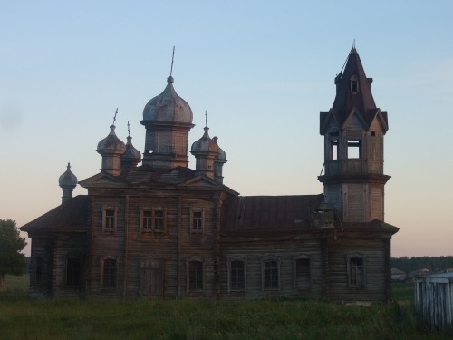 Russian wooden church, stays abandoned 1