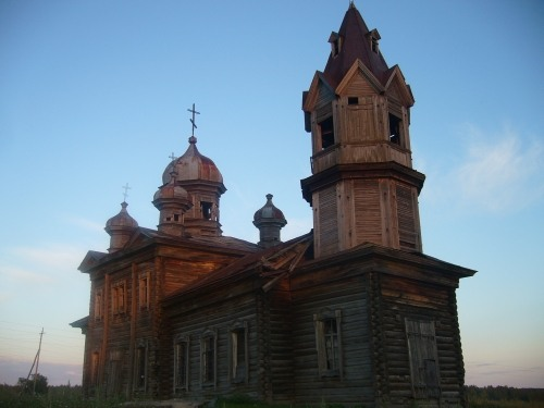 Russian wooden church, stays abandoned 3