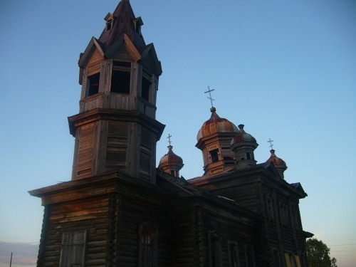Russian wooden church, stays abandoned 4