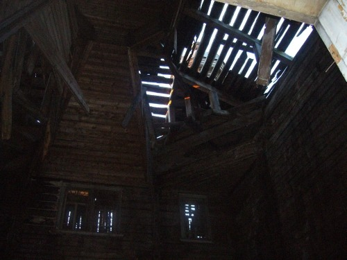 Russian wooden church, stays abandoned 6