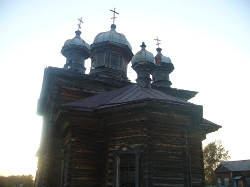 Russian wooden church, stays abandoned 7