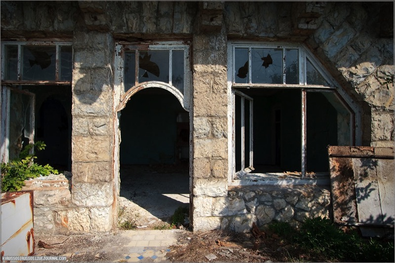 Abandoned Russian palace in Abkhazia 18