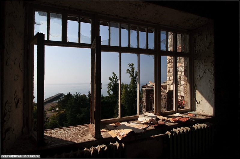 Abandoned Russian palace in Abkhazia 2