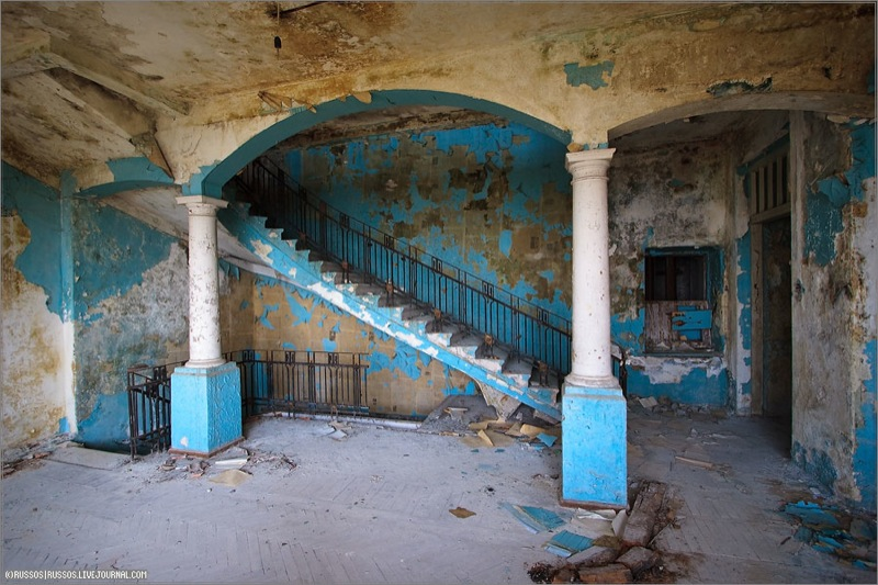 Abandoned Russian palace in Abkhazia 4
