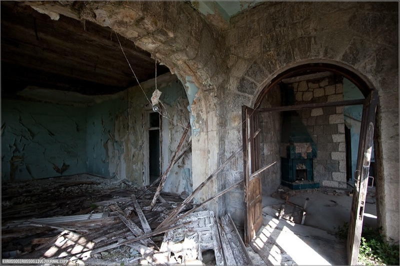 Abandoned Russian palace in Abkhazia 5