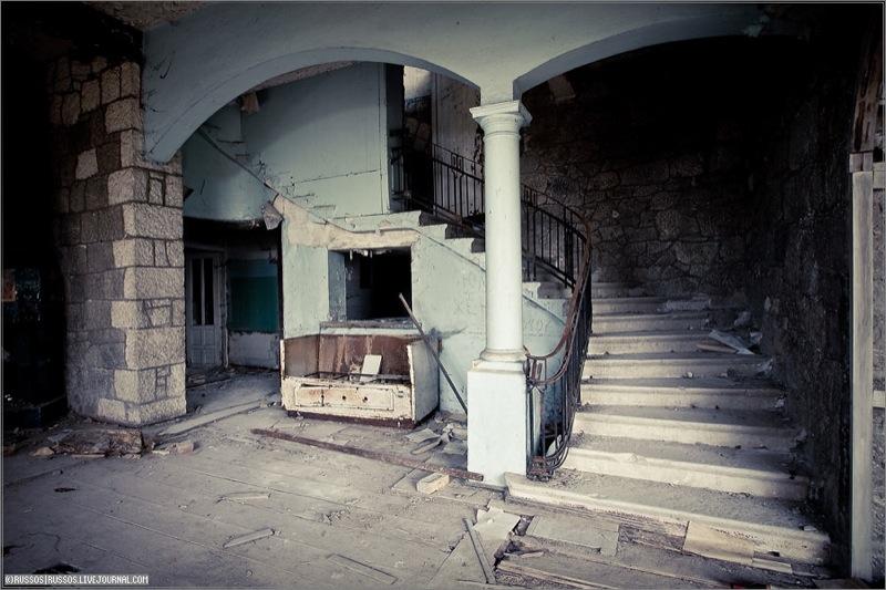 Abandoned Russian palace in Abkhazia 8