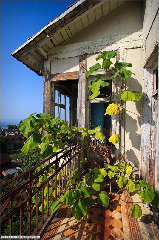 Abandoned Russian palace in Abkhazia 9