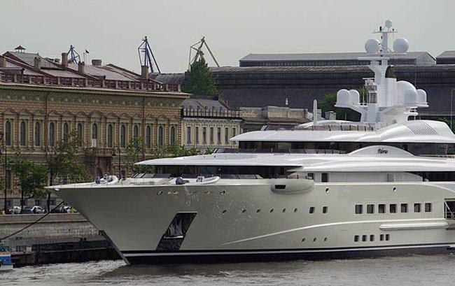 Boat of Roman Abramovich, Russian Rich 1