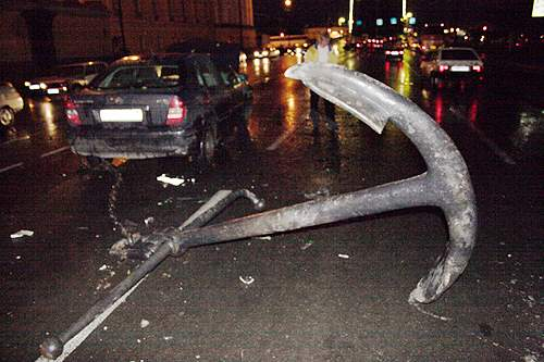 car crashes an anchor in Russia 1