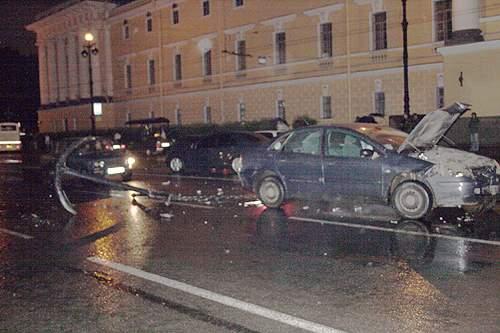 car crashes an anchor in Russia 3