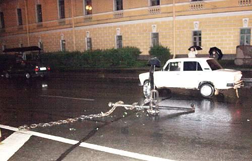 car crashes an anchor in Russia 4