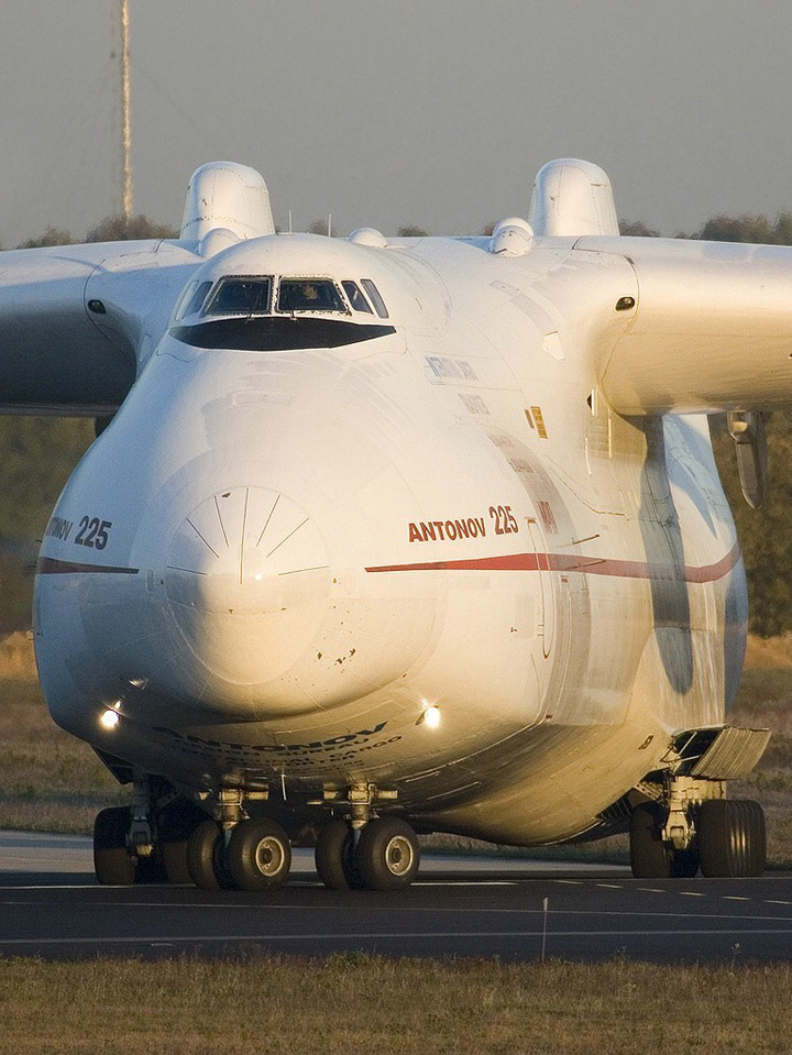 Antonov AN-225 the worlds heaviest and largest jet 14