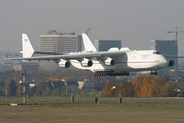 Antonov AN-225 the worlds heaviest and largest jet 4