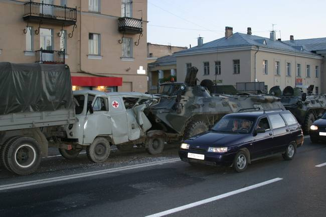 russian military vehicles smash ambulance 1