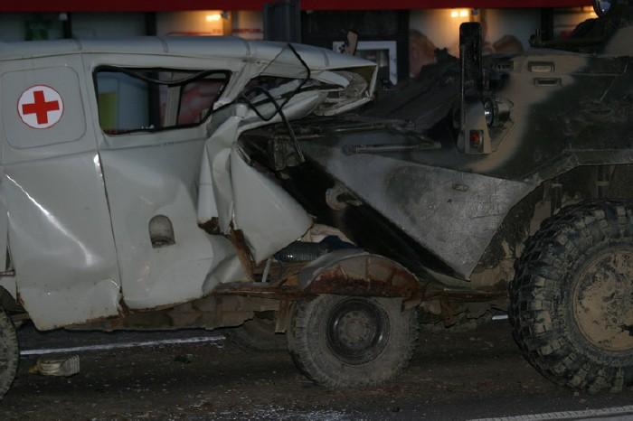 russian military vehicles smash ambulance 10