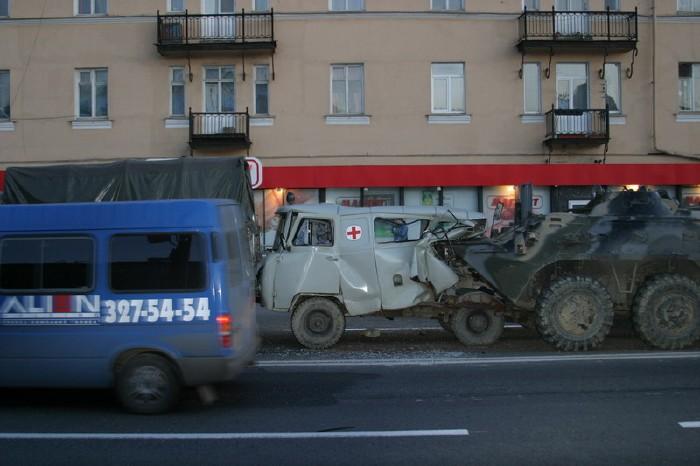 russian military vehicles smash ambulance 2