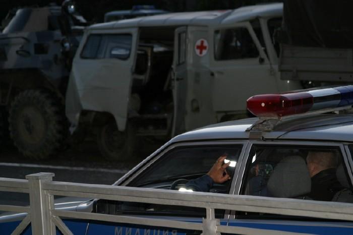 russian military vehicles smash ambulance 6