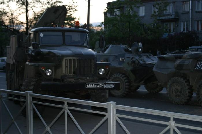 russian military vehicles smash ambulance 7