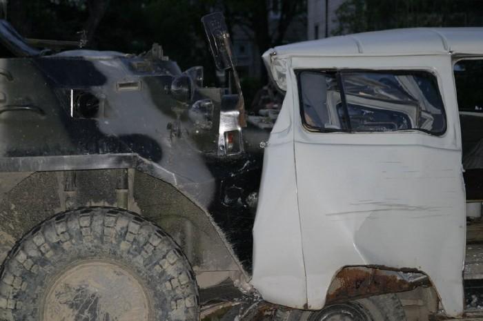 russian military vehicles smash ambulance 8