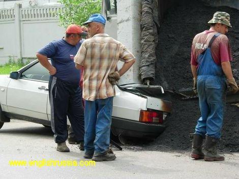 5 tons of asfalt were dumped on a car