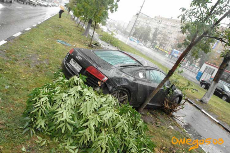 audi r8 crashed in Moscow 11