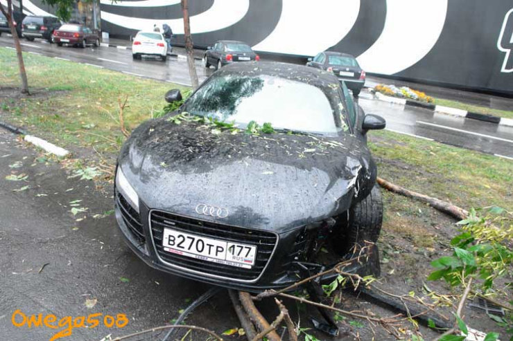 audi r8 crashed in Moscow 12