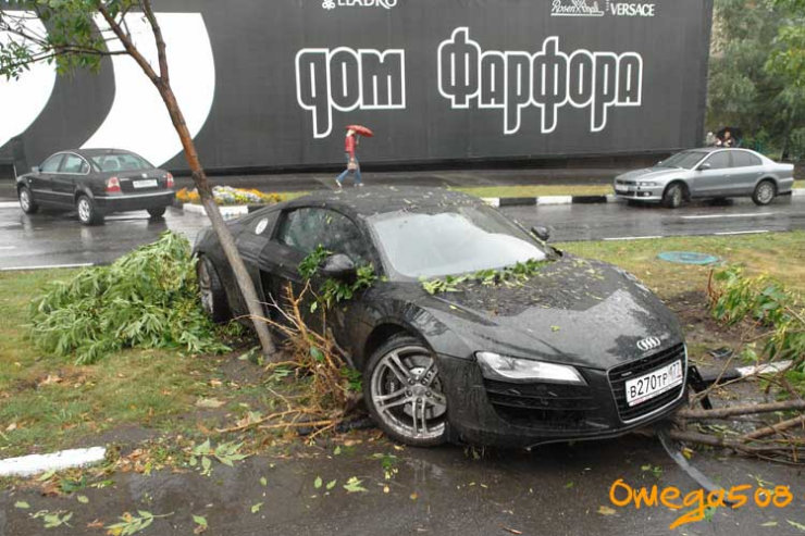audi r8 crashed in Moscow 9