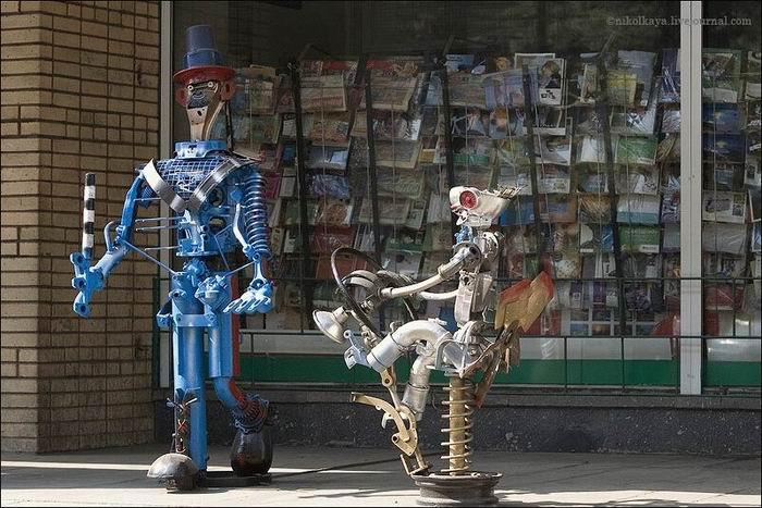 Russian auto parts sculptures 1