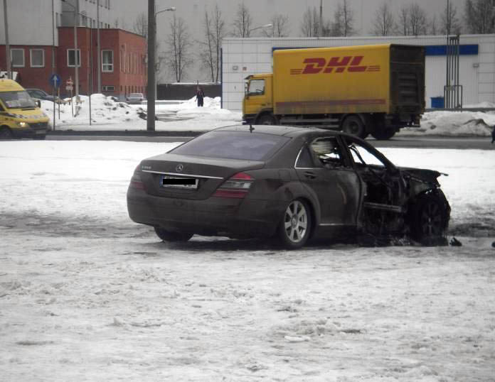 mercedes blown up in Latvia 2