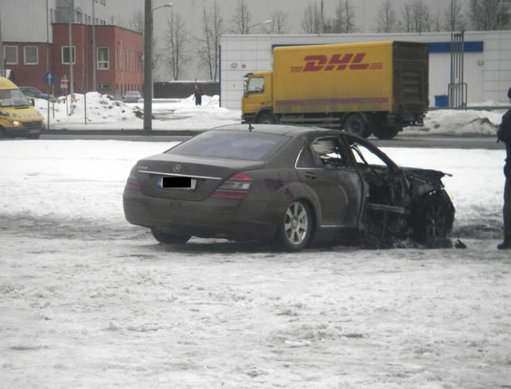 mercedes blown up in Latvia 5