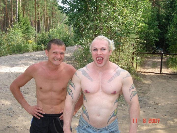 strange bodybuilder was spotted on the lake shore 3