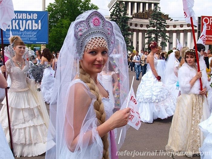 Brides\' Parade 1