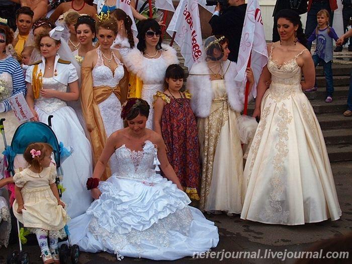 Brides\' Parade 10