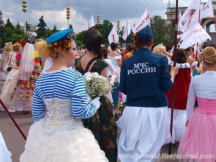 Brides\' Parade 32