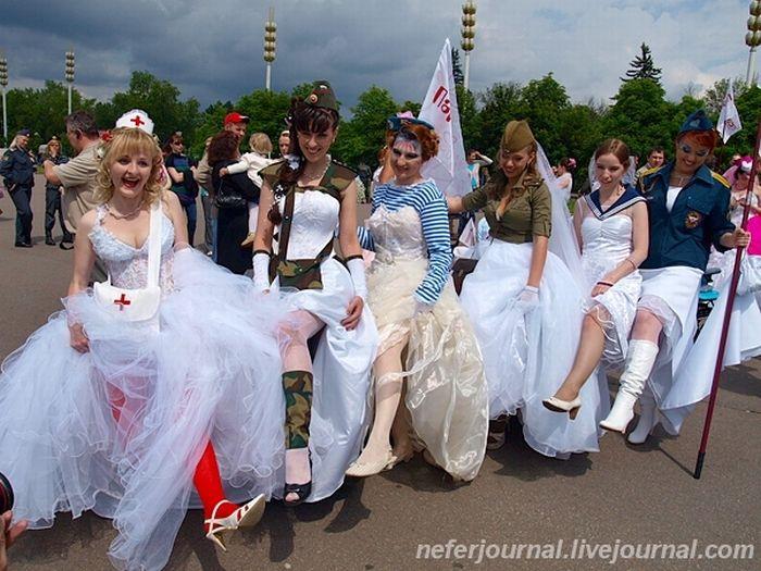 Brides\' Parade 34