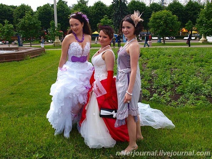 Brides\' Parade 35