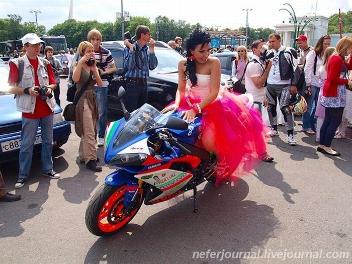 Brides\' Parade 37