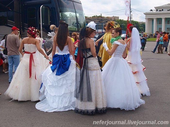 Brides\' Parade 39