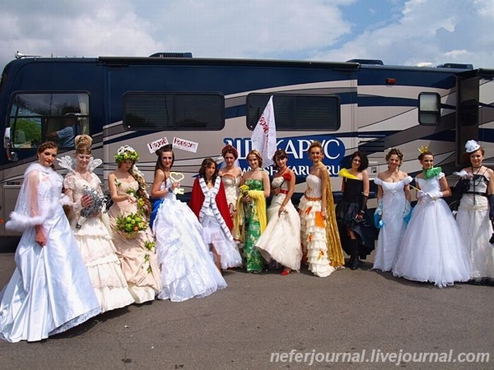 Brides\' Parade 40