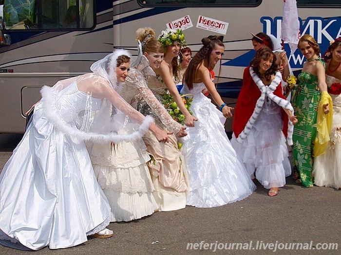 Brides\' Parade 41
